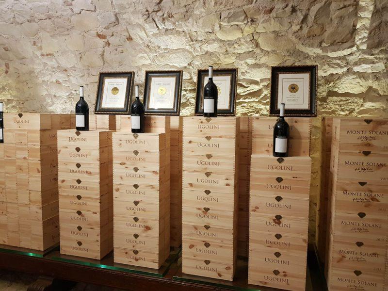 Bottiglie cantine Ugonlini in wine tour con NCC