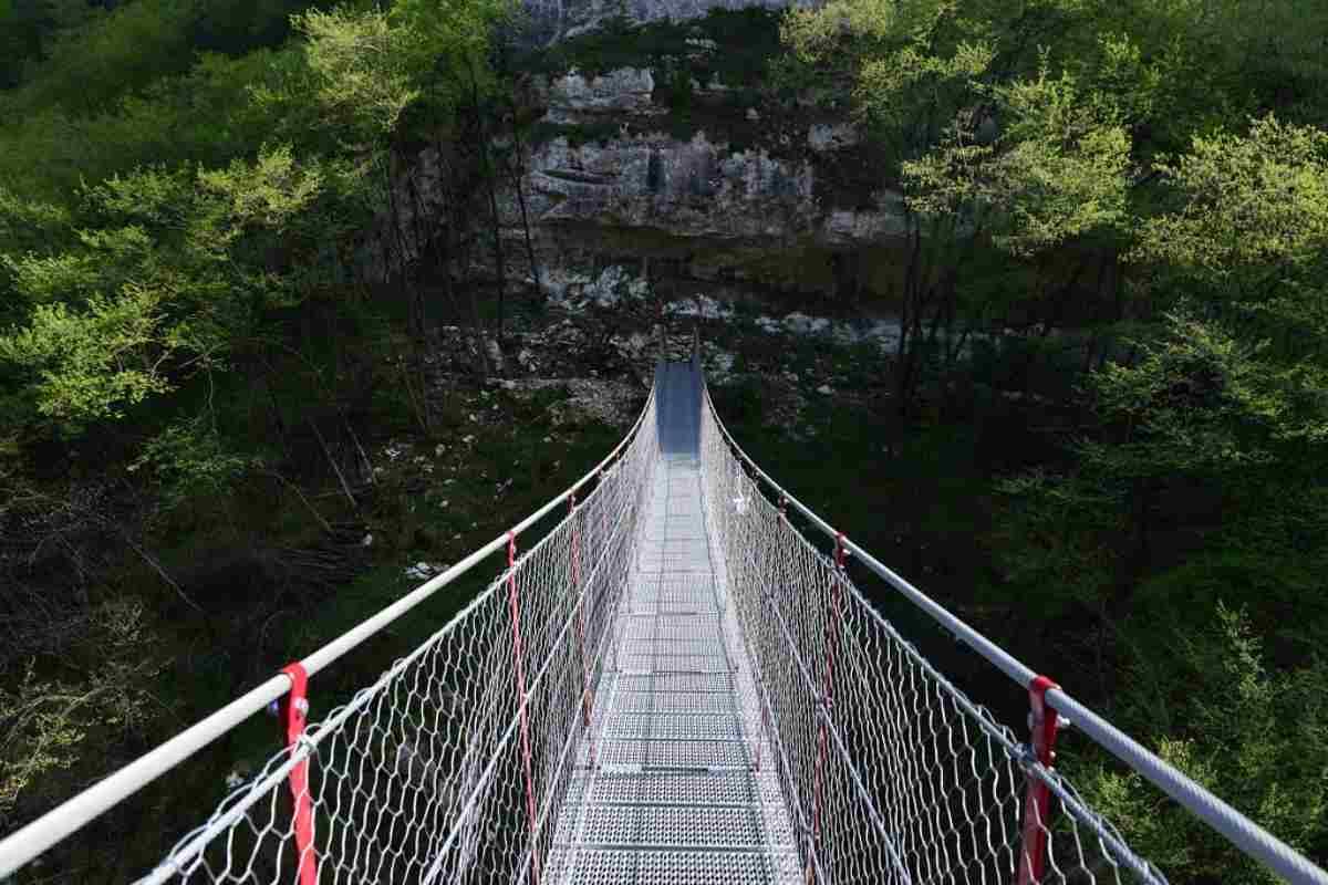 Ponte tibetano sospeso